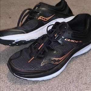 Saucony Everun Guide 150 Running Sneakers